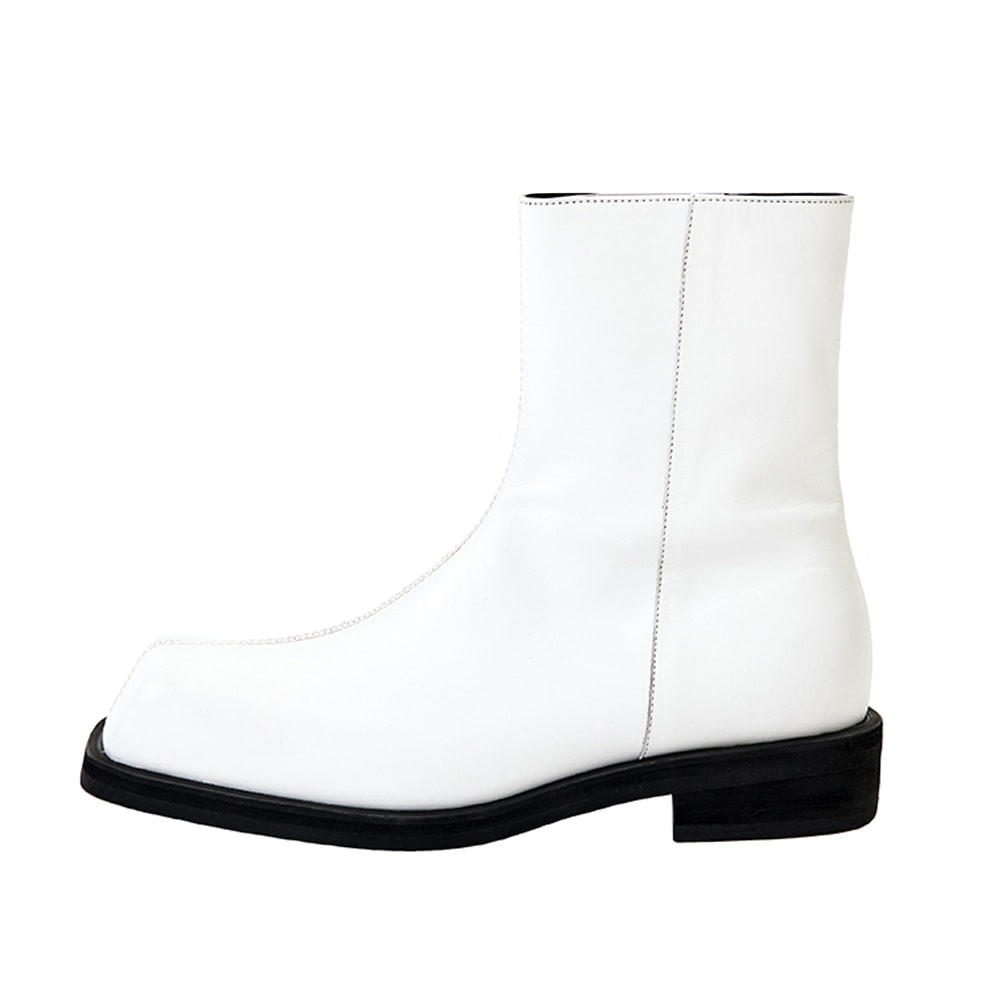 LMMM WHITE SQUARE BOOTS